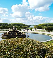 Free Decorative Gardens & Fountain With Bright Blue Sky Royalty Free Stock Images - 19845579