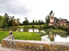 Free Marlborough Tower And Pond In Marie-Antoinette S Royalty Free Stock Images - 19845649
