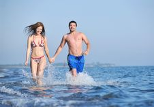 Free Happy Young Couple Have Romantic Time On Beach Stock Images - 19851214