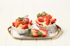 Free Creamy Pudding And Fresh Fruit Royalty Free Stock Photos - 19851538