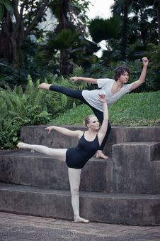 Free Ballet Dancers In The Outdoor Royalty Free Stock Images - 19856689