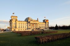 Free Front View Of The Reichstag, Royalty Free Stock Images - 19856949