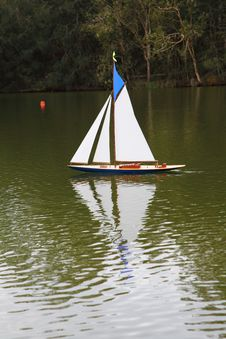 Free Model Sailing Boat Royalty Free Stock Images - 19869179