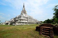 Free Pagoda Of Wat Phukhaothong Temple. Royalty Free Stock Image - 19870706