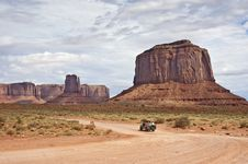 Free Visitors Touring Monument Valley Stock Images - 19871124