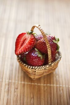 Free Basket With Strawberry Stock Images - 19873274