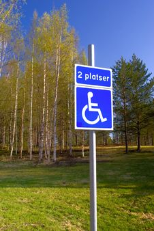 Disabled Parking Sign On Green Park Royalty Free Stock Images