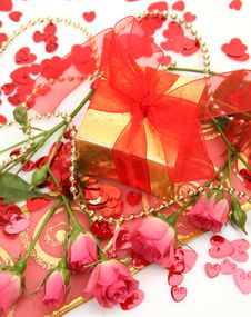 Free Gift And Roses Royalty Free Stock Images - 19877989