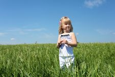 Free Little Girl Outdoors Royalty Free Stock Photography - 19878197