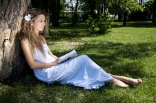 Young Woman Reading Book In Park Royalty Free Stock Photography