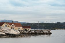 House In Norwegian Landscape Royalty Free Stock Photos