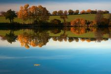 Free Autumn Pond Stock Photo - 19887970