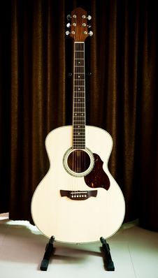 Free Acoustic Guitar Royalty Free Stock Photo - 19890975