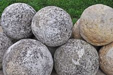 Free Pile Of Stone Cannon Balls Royalty Free Stock Photos - 19893358