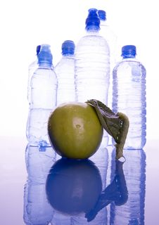 Free Water & Apple Royalty Free Stock Image - 1990696