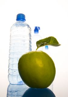 Free Water & Apple Royalty Free Stock Photo - 1990715