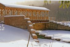 Free Snow Covered Bridge Royalty Free Stock Photography - 1991417