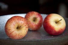 Free Three Apples Royalty Free Stock Photos - 19904618