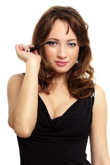 Free Young Woman Applying Mascara Royalty Free Stock Images - 19909039