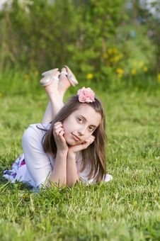 Free Dreaming  Girls Rest  On The Grass Royalty Free Stock Photo - 19912305