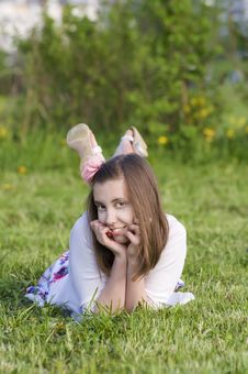 Free Smiling  Girls Rest  On The Grass Royalty Free Stock Photography - 19912327
