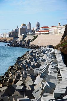 Free Boulevard In Cadiz Royalty Free Stock Image - 19912416
