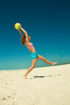 Free Girl Playing Volleyball Stock Images - 19912894