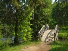 Free Wooden Bridge In The Park Royalty Free Stock Photo - 19917665