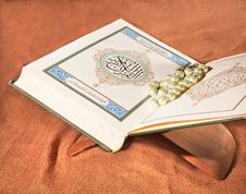 Free Koran, Holy Book Stock Photos - 19924123