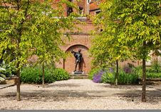 Free Memorial Garden By Historic Eton College Royalty Free Stock Photography - 19928417