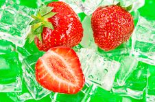 Free Srawberries With Ice Cubes Royalty Free Stock Photos - 19930608