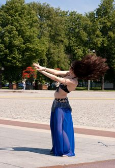 Free Dancing Woman Royalty Free Stock Photography - 19930967