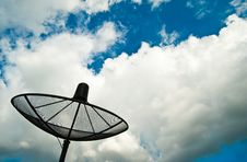Free Satellite Dish Royalty Free Stock Images - 19949379