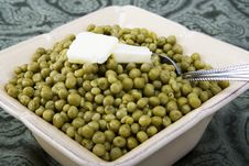 Free Cooked Peas With Butter In A Ceramic Dish Stock Photos - 19950683