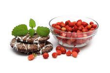 Free Wild Strawberries And Cookies Royalty Free Stock Image - 19953216
