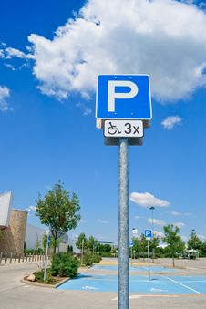 Free Disabled Parking Sign Royalty Free Stock Image - 19953286