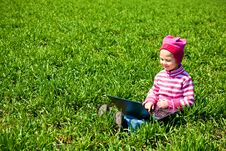 Free Little Girl Sitting With A Laptop Stock Photography - 19954002