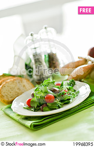 Free Vegetarian Salad Royalty Free Stock Photo - 19968395