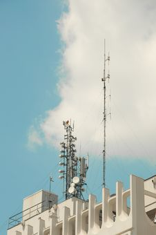 Telecommunication Antenna On Top Of Building Royalty Free Stock Image