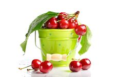 Free Fresh Cherries With Leaves And Drops Royalty Free Stock Images - 19966159
