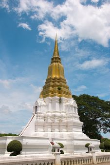 Free Phra Chedi Sri Suriyothai Royalty Free Stock Photo - 19966405