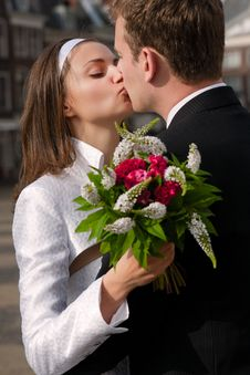Free Newlyweds Kissing Stock Image - 19966631