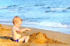 Free Adorable Kid Building Sandcasle Royalty Free Stock Image - 19969716