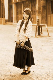 Free Chinese Girl In Traditional Dress Royalty Free Stock Photography - 19973447