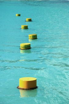 Free Yellow Buoy Royalty Free Stock Photography - 19974327