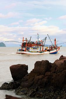 Free The Fishing Boats Go To Open Sea. Royalty Free Stock Photos - 19976588