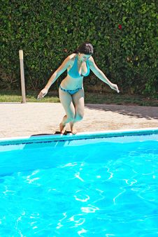 Free Woman Jumping To Swimming Pool Royalty Free Stock Photos - 19981178
