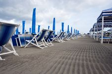 Free Beach Umbrellas End Of The Season Royalty Free Stock Images - 19981929