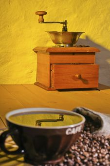 Free A Coffee Grinder And Cup Of Coffee Royalty Free Stock Photos - 19985958