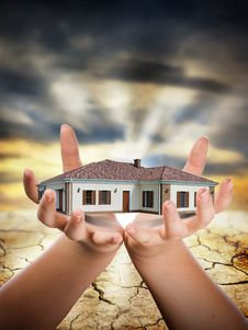 Free House In Hand Stock Photos - 19986723